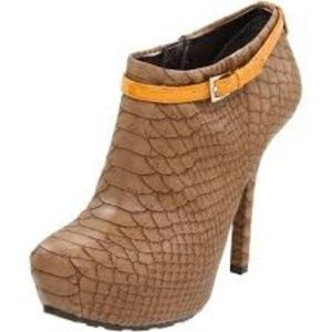 GUESS!! GRACIA ANKLE BOOTIES